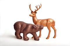 Brunbjörn och guld- hjortar royaltyfria foton