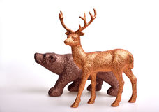 Brunbjörn och guld- hjortar Royaltyfria Bilder