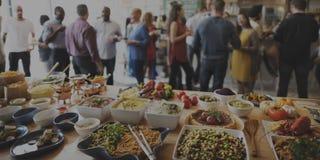 Brunch-auserlesene Menge, welche die Lebensmittel-Wahlen essen Konzept speist stockfotos