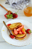 Brunch - toast with strawberries Royalty Free Stock Images