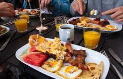 Brunch traditionnel Photographie stock libre de droits