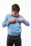 Brune émotive de garçon dans une chemise bleue Photographie stock