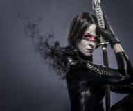 Brune avec l'épée de katana, concept de fineart Image libre de droits