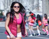 Brune dans le Washington DC en forme de coeur de lunettes de soleil Photos libres de droits