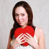 Brune de sourire caucasienne attrayante de femme d'isolement sur le St blanc Image stock
