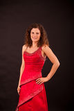 Brune portant la robe française de cancan Image stock