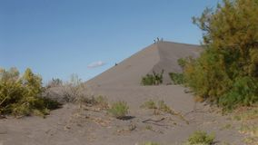 Bruneau sand dunes idaho 16 people on big dune. Bruneau Sand Dunes Idaho 16nPeople on Big Dune - DistantnA JSE Film Xcorps TVn©2017 Stuart Edmondson stock video