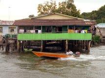 Brunei. Bandar da baixa. HOME típica de Kampung Ayer Imagem de Stock Royalty Free