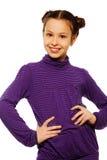 Muchacha linda y sonriente en púrpura Foto de archivo libre de regalías