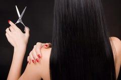 brunetka nożyce zdjęcia stock
