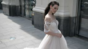 Brunetka w ślubnej sukni zbiory wideo