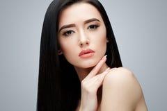 Brunetki azjatykcia dziewczyna z długim prostym włosy Obraz Stock