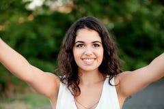 Brunetki dziewczyna dostaje fotografię Zdjęcie Stock