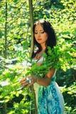 Brunetki dziewczyna przy na wolnym powietrzu Obrazy Royalty Free