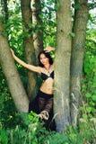 Brunetki dziewczyna przy na wolnym powietrzu Zdjęcia Royalty Free
