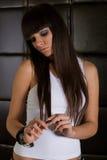 brunetki dziewczyny koszulowy biel zdjęcie stock