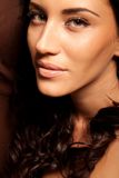 brunetki kędzierzawego włosy portreta kobieta Obrazy Royalty Free