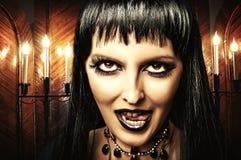 Brunetki kobiety czarownica, Gocki makijaż Obrazy Stock
