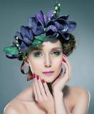 brunetki korona kwitnie boginki dosyć seksownej Zdjęcie Stock