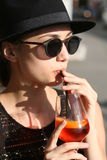 Brunetki lata mody piękno outdoors obrazy royalty free
