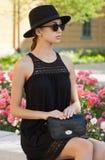 Brunetki lata mody piękno outdoors zdjęcia royalty free