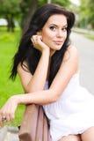 brunetki parkowa odpoczynkowa kobieta Obraz Royalty Free