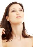 brunett som ser älskvärd över övre white royaltyfria foton
