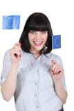 Brunette που κρατά τις ευρωπαϊκές σημαίες Στοκ εικόνες με δικαίωμα ελεύθερης χρήσης