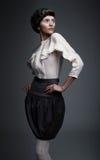 Brunette ardiente modelo retro de la manera que mira para arriba Fotografía de archivo libre de regalías