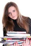 Brunette avec des revues Images stock