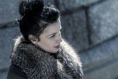 Brunette.Beautiful kobieta w zimie. Piękno mody modela dziewczyna wewnątrz Zdjęcie Stock