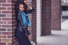 Brunette beautiful stylish caucasian woman in casual outfit on a Royalty Free Stock Photos