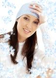 Brunette bello in cappello di inverno fotografia stock