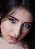Brunette bonito com composição brilhante Imagens de Stock Royalty Free