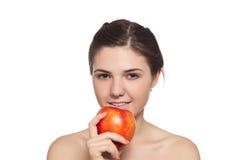 Brunette bonito com a maçã vermelha imagem de stock