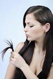 Brunette bonito da menina com cabelo longo Imagem de Stock