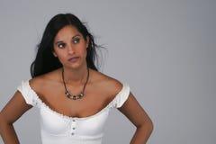 Brunette che osserva in su Fotografie Stock