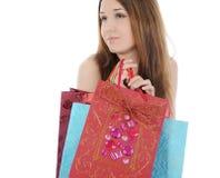 Brunette con un bolso de compras. Fotos de archivo libres de regalías
