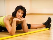 Brunette détendant après forme physique Photos libres de droits
