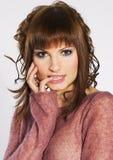 Brunette dans le rose Photo stock
