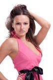 Brunette dans une robe rose Image libre de droits