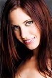 Brunette de sorriso bonito Fotografia de Stock Royalty Free