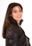 Brunette de sorriso em um revestimento de couro Foto de Stock Royalty Free