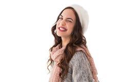 Brunette in der Winterkleidung ihr Auge blinzelnd Lizenzfreie Stockfotografie