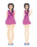 brunette die haar gewicht controleren op schalen Stock Afbeeldingen