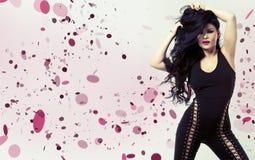 Brunette die zwarte bodysuit dragen Royalty-vrije Stock Foto's