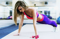 Brunette doing some push ups a the gym Royalty Free Stock Image