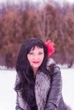 Brunette in een zwart jasje Stock Afbeeldingen
