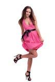 Brunette in einem rosafarbenen Kleid Lizenzfreie Stockbilder