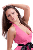 Brunette in einem rosafarbenen Kleid Stockbilder